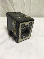 KODAK brownie six-20 with flash contacts D