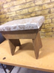 upholstered_stool,_wood_base