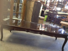 Anthes-Baetz_coffee_table._classy,_with_glass_top