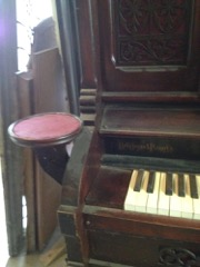 Pump_organ,_ornate_fretwork,_with_mirror