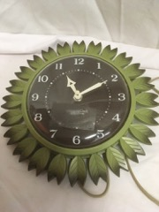 RETRO_green_leaf_wall_clock._Electric_Westclox