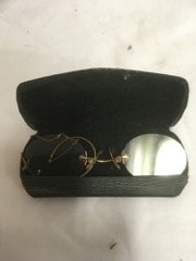 OLD_eyeglasses,_Galt_and_Gold_pince-nez_with_case