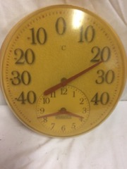Springfield_thermometer_and_clock,_wall_hanging
