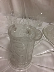 LOT_glassware,_trays_and_glasses_&_decanter