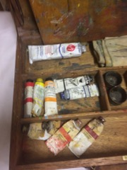 old_artists_box,_with_paint_tray_and_old_paints