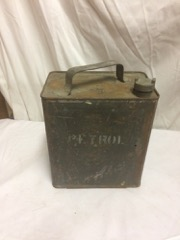 1943_WWII_Petrol_can_,_gallon_size._old_green_paint