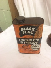 Black_flag_Insect_sprayer_and_tin