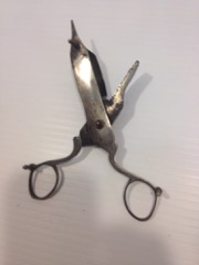 very_OLD_shears_scissors,_with_catchall_basin