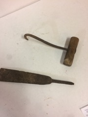 Hook_and_chisel_end,_both_hand_wrought_forged