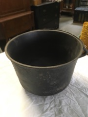 Cast iron pail with handle